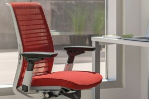 Удобное кресло повышает производительность офисного работника: рейтинг лучших компьютерных кресел 2020 года