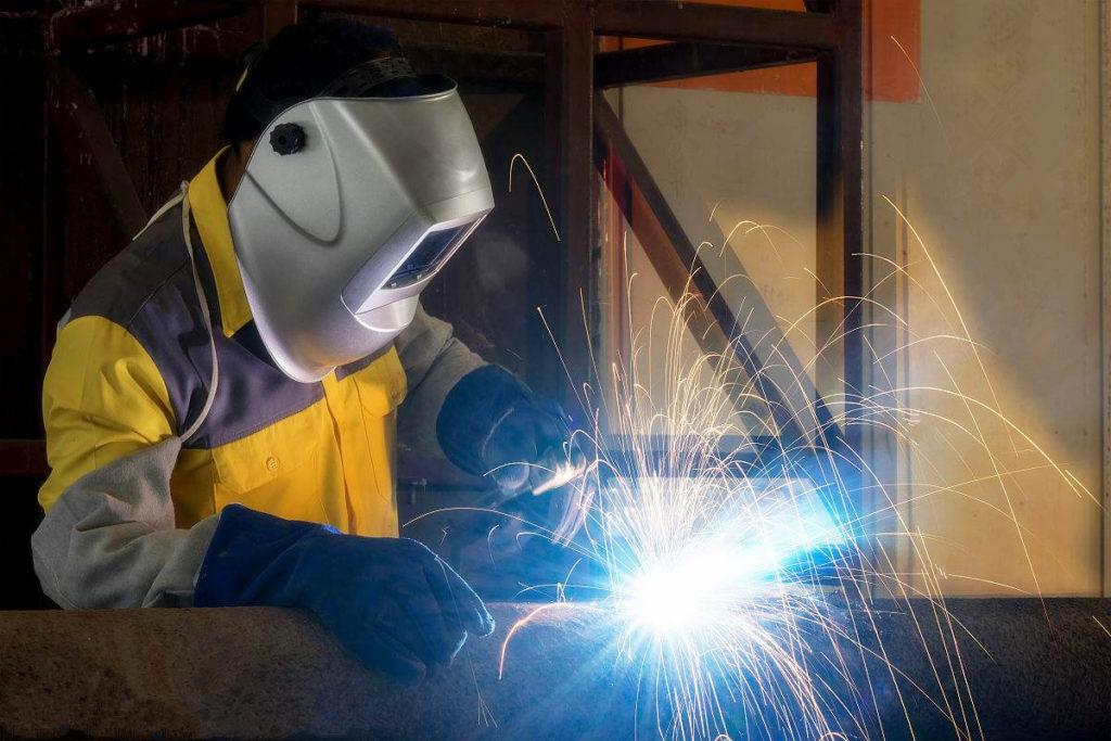 Рейтинг лучших сварочных масок 2020 года - выбираем лучшую защиту лица и шеи для сварочных работ